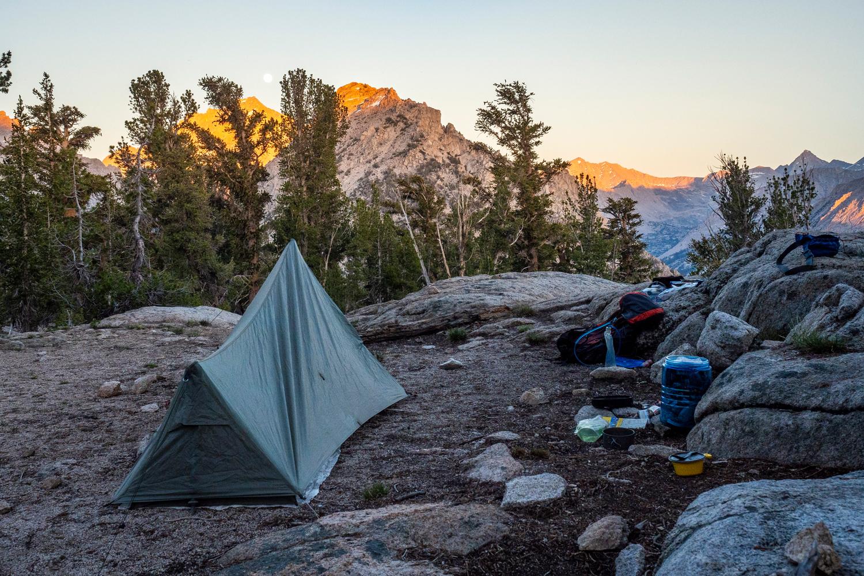 Zeltplatz bei Sonnenuntergang, ganz allein