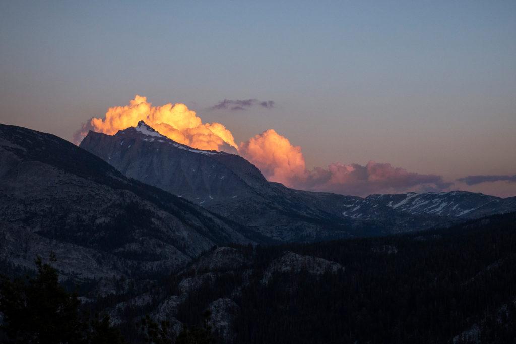 Beeindruckende Wolken bei Sonnenuntergang