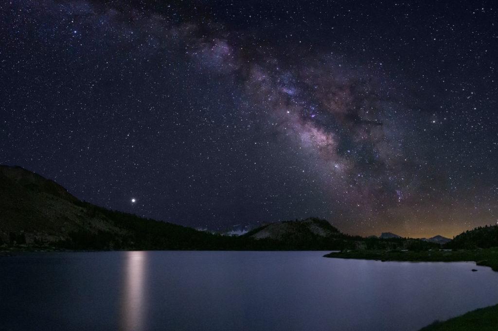 Milchstraße über dem Lake Virginia auf dem John Muir Trail