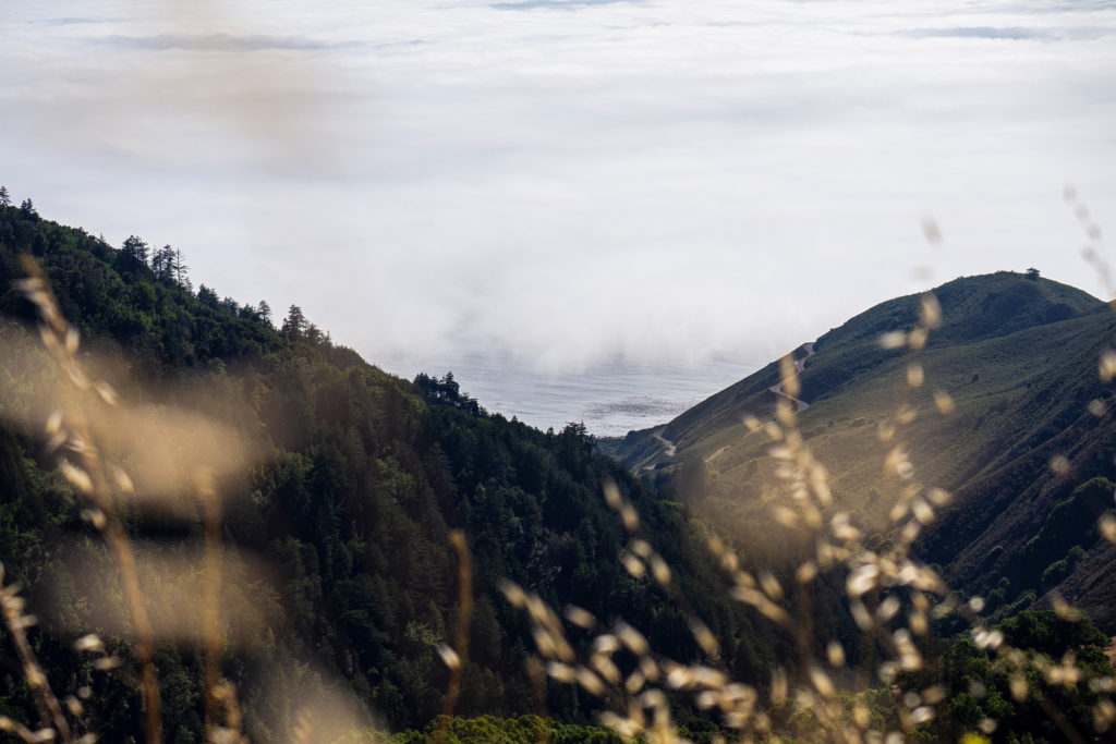 Ein Guckloch in den Wolken auf dem Weg durch Big Sur zum Highway No. 1