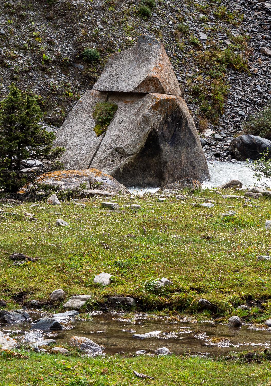 schöner Stein im Chong-Kyzyl-Suu-Tal